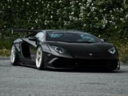 Lamborghini Aventador por Liberty Walk, viajando por lo bajo