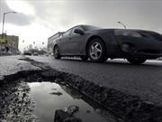 ¿Cómo saber si un pozo rompió algo en el auto?