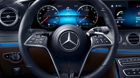 Esta es la historia del volante en los carros