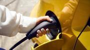 ¿Cuánto menos contaminan los autos eléctricos que los de combustión?