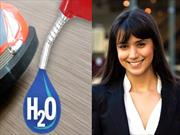 Una mujer colombiana logra reemplazar combustible por agua en un auto a escala