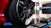 Señales que indican que tu auto necesita servicio de alineación o balanceo