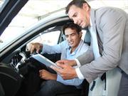 Venta de vehículos aumenta en concesionarias que usan tecnología móvil en EUA