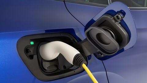 En Europa los autos eléctricos e híbridos plugin destronan a los gasoleros