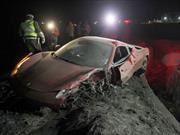 El futbolista chileno Arturo Vidal choca su Ferrari 458 Italia