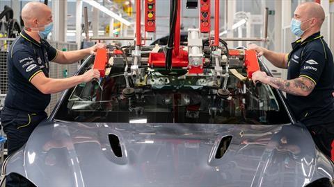 Aston Martin, otra de las marcas que reinicia su producción