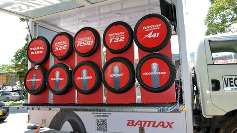 Bridgestone rueda con los moteros de Bogotá