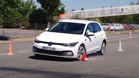 El Volkswagen Golf VIII, estuvo a nada de reprobar la prueba del alce