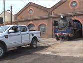 Ford Ranger remolca una locomotora