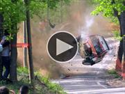 Espectacular accidente en una carrera de rally