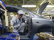En las fábricas de Toyota reemplazan a los robots por personas