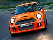 MINI John Copper Works iguala récord del Pagani Zonda S en Nürburgring