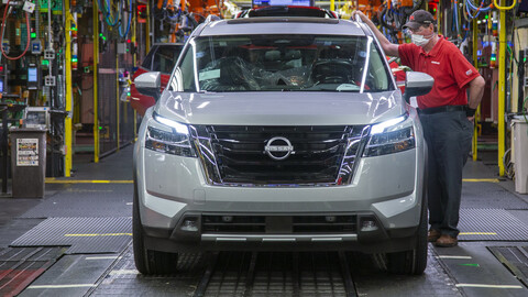 Nissan Pathfinder a revisión, fallas de ensamble en el cofre comprometen la seguridad