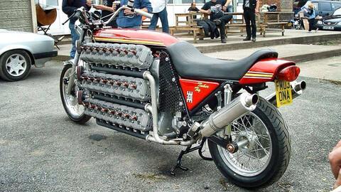 Una bestia de dos ruedas y ¡48 cilindros!