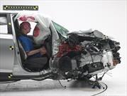 Los sedanes medianos que mejor protegen a los pasajeros del lado derecho