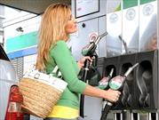 Siguen bajando los precios de la gasolina en Estados Unidos