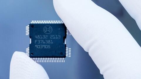 Bosch intenta suplir la escasez de chips que afecta a la industria automotriz