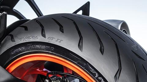 ¿Cómo puedo cuidar los neumáticos de mi moto?