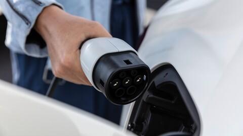 Dinamarca crea un plan para que se dejen de vender vehículos con motores a combustión