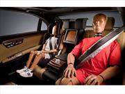 Mercedes-Benz presenta cinturones de seguridad con bolsas de aire para plazas traseras