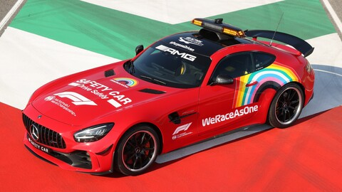 Mercedes se viste de Ferrari con motivo de sus mil carreras en F1