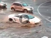 Video: un Lamborghini Gallardo cruza una inundación