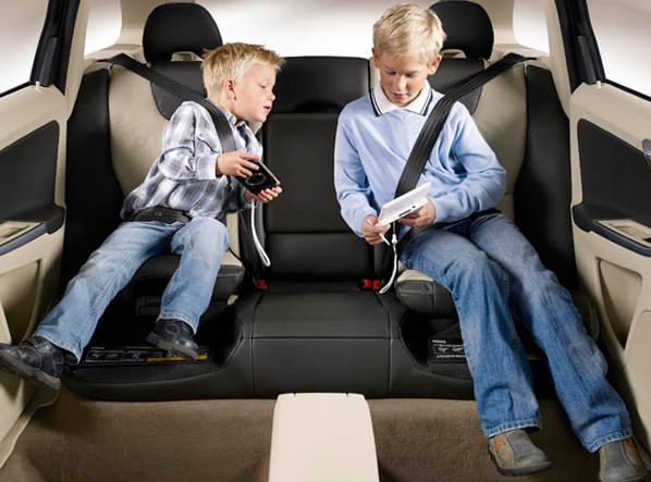 Cómo mantener seguros a sus hijos en el auto
