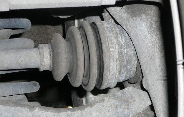 Descubre porqué tu vehículo genera ruido cada vez que doblas