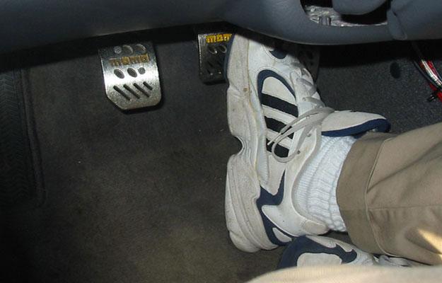 El pedal de freno se hunde poco a poco ¿por qué pasa esto?