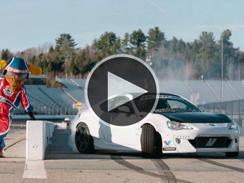 Ryan Tuerck hace drift en un Scion FR-S con 850 hp