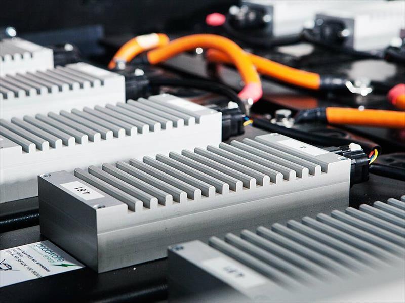 """El litio de las baterías de los autos eléctricos es considerado el """"petróleo blanco"""""""