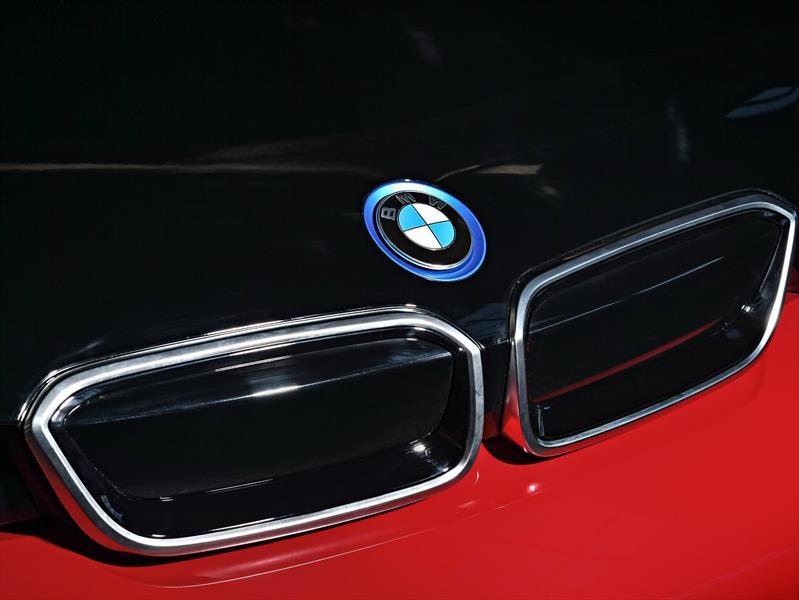 BMW impone récord de ventas de carros eléctricos en 2017