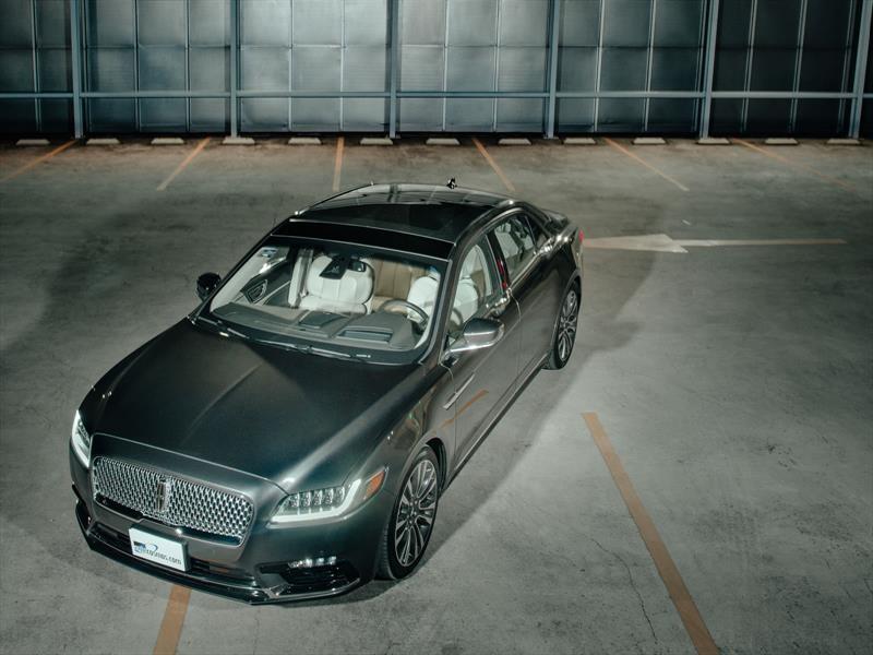 Manejamos el Lincoln Continental 2018
