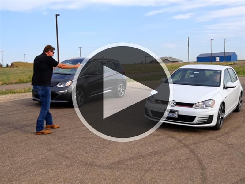 Video: ¿Quién ganará? Chevrolet Bolt vs. VW Golf GTI