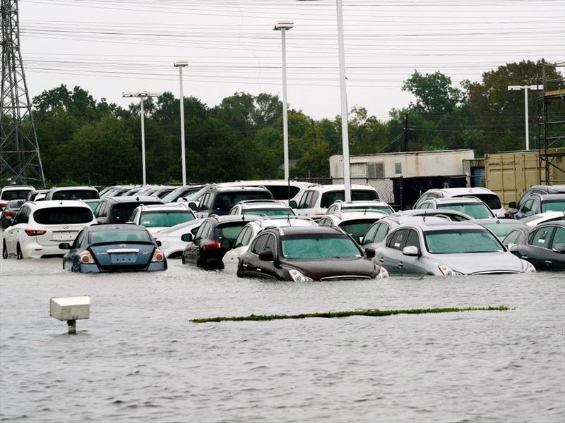Huracán Harvey destruye medio millón de carros en EE.UU.