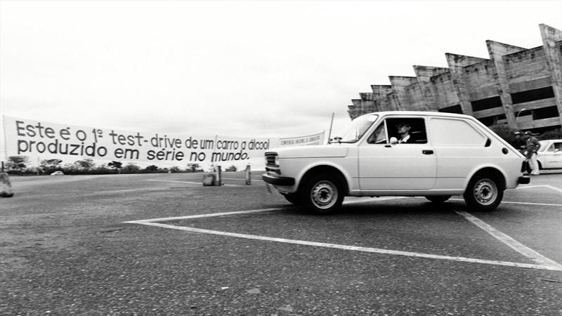 El primer automóvil con motor a etanol cumple 40 años