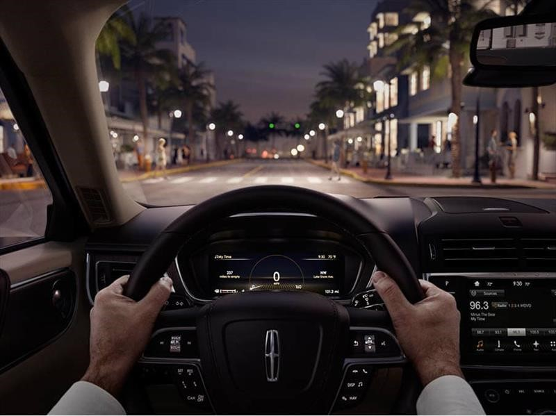 Así debes acomodar el asiento, volante y espejos al manejar