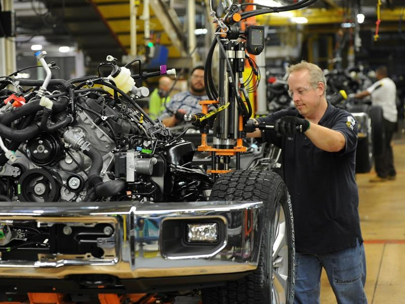 Ford despedirá a 1,400 empleados