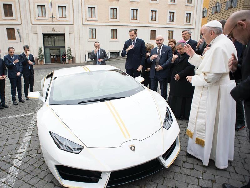 El Lamborghini Huracán donado al Papa Francisco fue subastado en $950,000 dólares