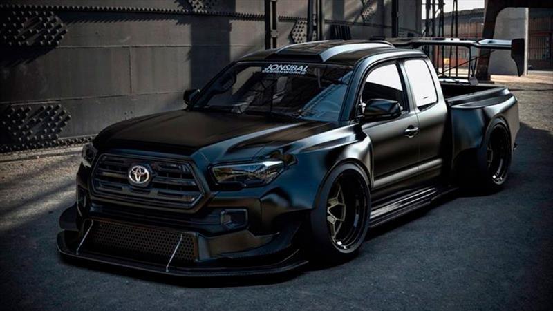 Este Toyota Tacoma dispone de 900 hp gracias a un motor V8 de NASCAR