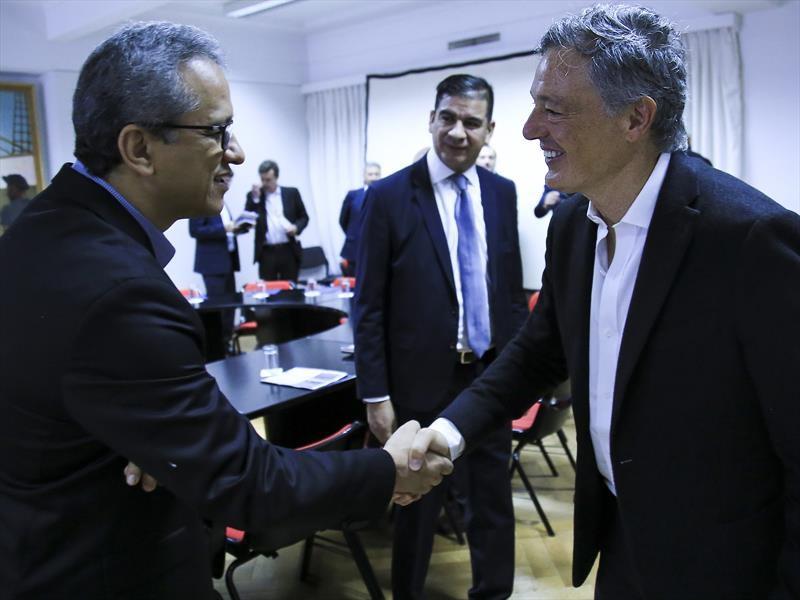 Francisco Cabrera se reunió con ADEFA