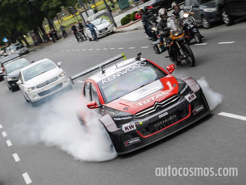 Fotos: Pechito López se dio una vuelta por Buenos Aires con su Citroën C-Elysée