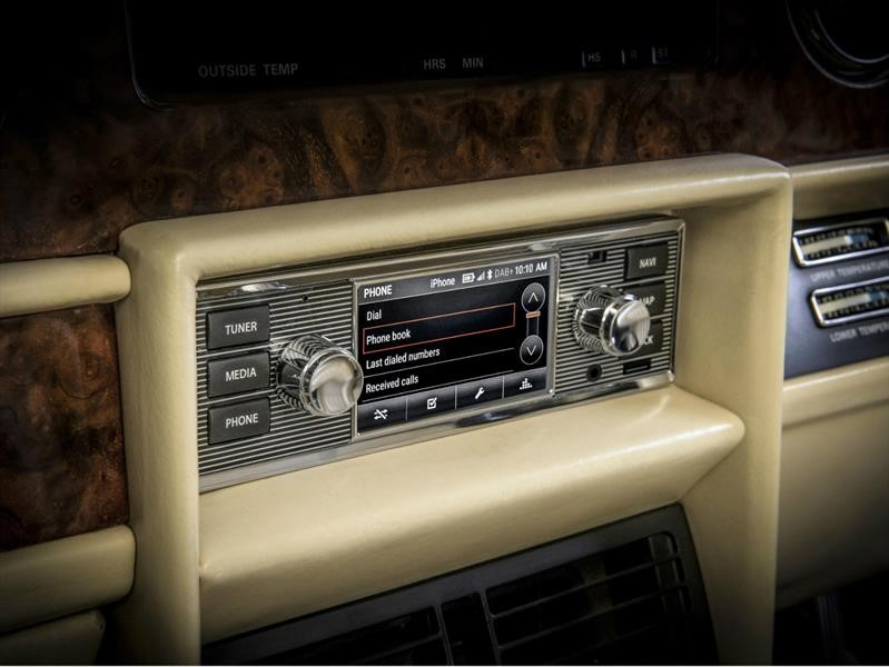 Jaguar Land Rover presenta un sistema de infoentretenimiento para sus autos y SUVs clásicos