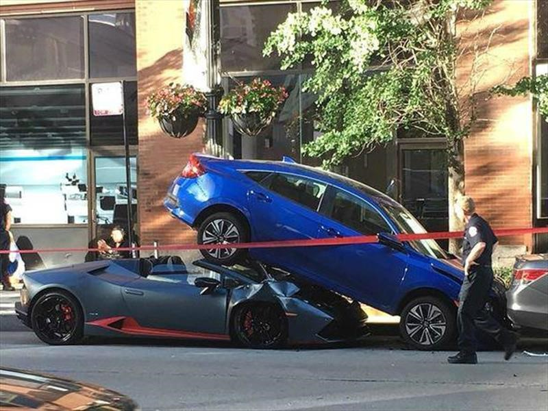 Aparatoso accidente de un Lamborghini Huracán en Chicago