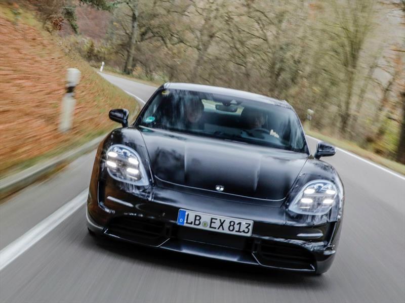 Porsche Taycan tendrá tres años de carga gratis
