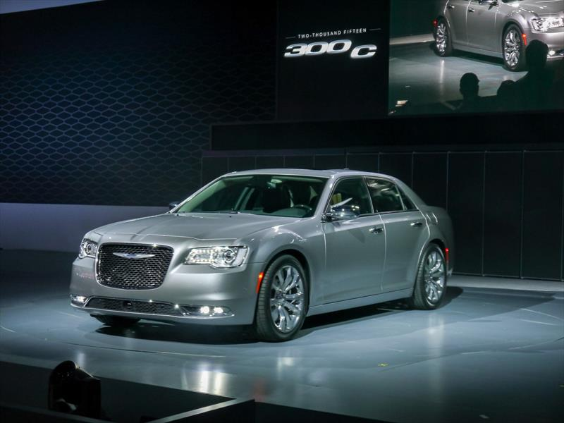 Chrysler 300 2015 se renueva