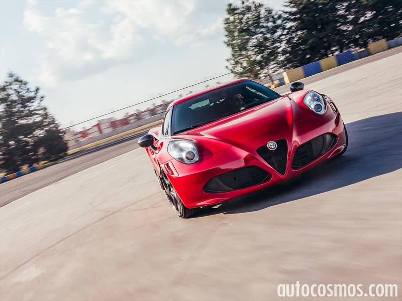 Prueba Alfa Romeo 4C,  superdeportivo light