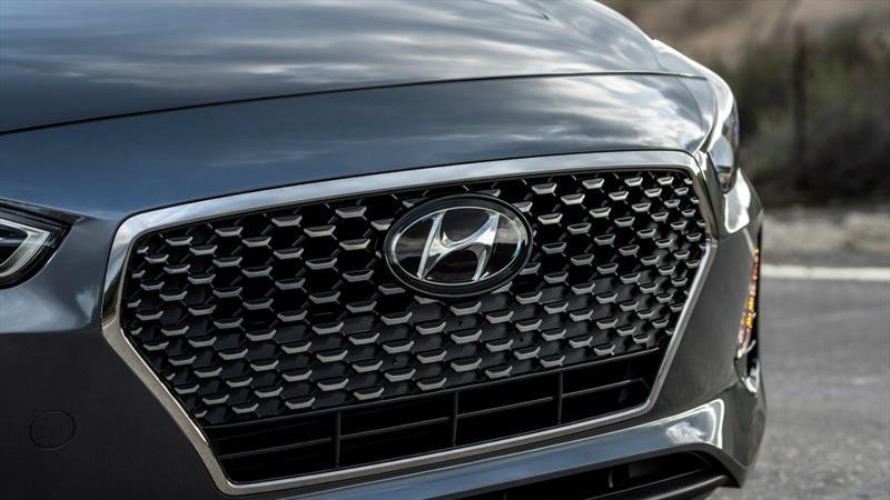Además de fabricar y vender autos ¿a qué más se dedica Hyundai?