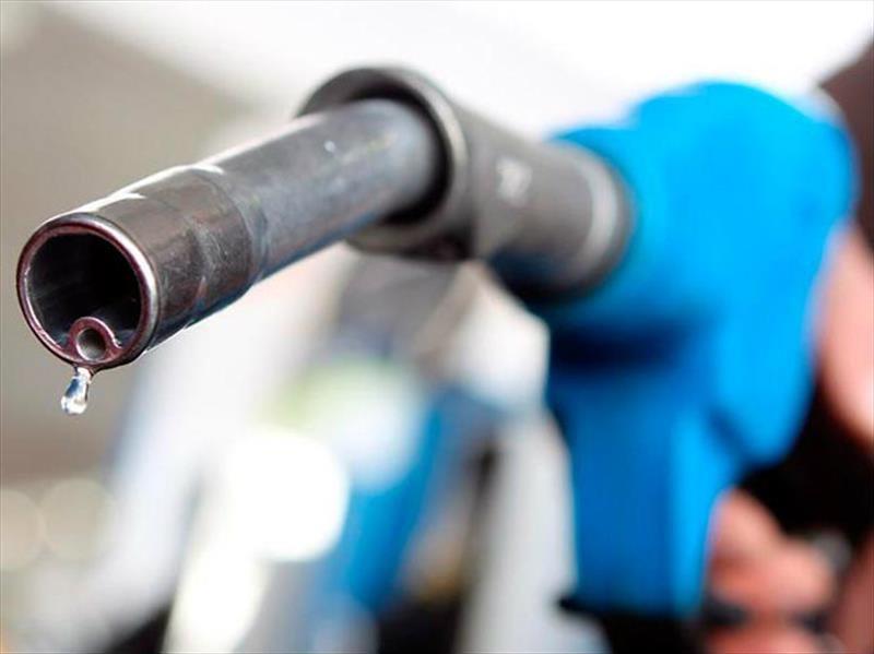 ¿Cómo saber si el tanque de gasolina del automóvil tiene agua?