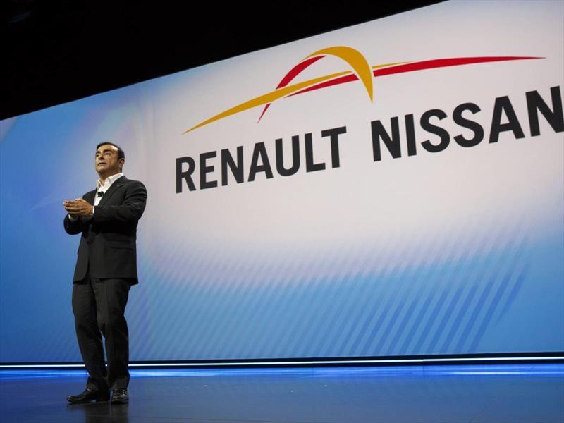 Renault saca a Carlos Ghosn, pero de manera temporal